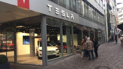 Tesla Frankfurt frontal